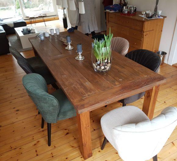 Holztisch aus Teak mit Bestuhlung
