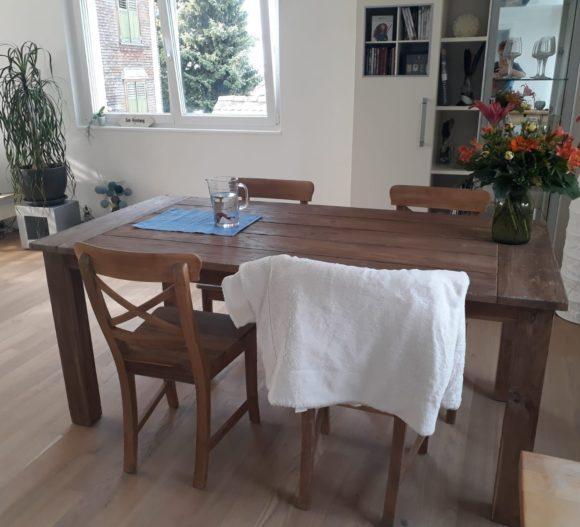 Esstisch und Stühle aus Teakholz
